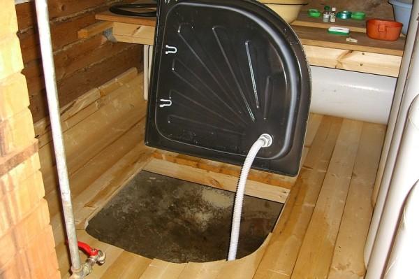 Люк для откачки сливных вод.