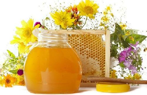 Мед – богатейшее полезными веществами средство против старения органов и кожи
