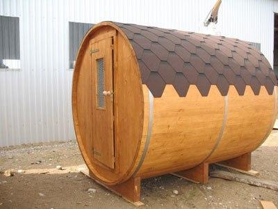 Мини-баня в форме бочки – самый популярный проект таких построек.