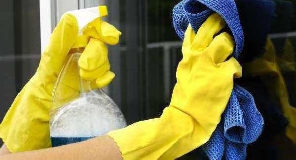 Мытьё стеклянной поверхности