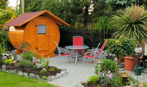 На фото изображена одна из разновидностей садовых бань.