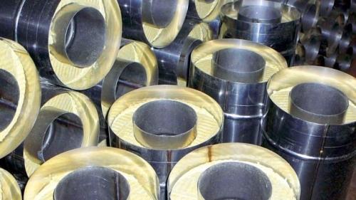 На фото изображены элементы печной трубы.