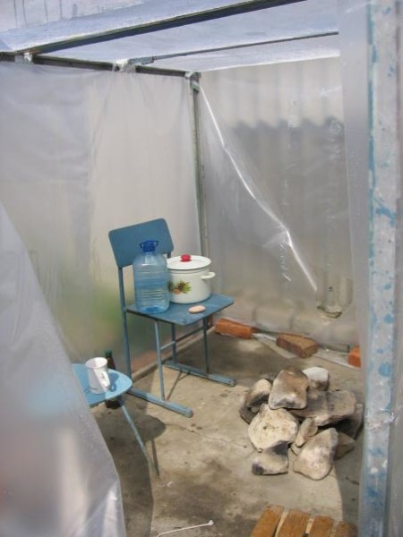 На фото показан вариант самодельной мобильной бани.
