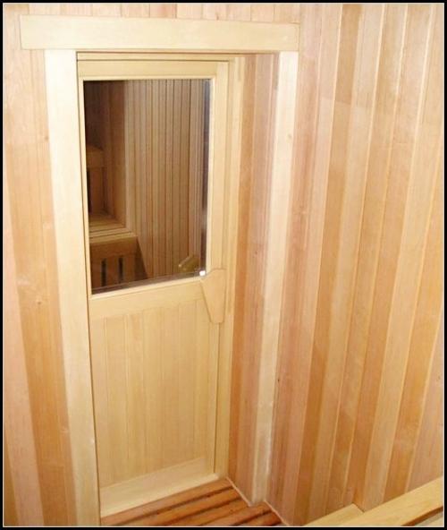 На фото представлен вариант комбинированной конструкции для входа в сауну.