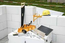 Набор инструмента для строительства строений из газобетона.
