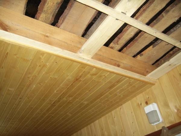 Обрешетка на потолке под вагонку. Обшивка внутри бани