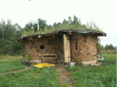 Отсутствие каркаса позволяет строить здания необычных форм.