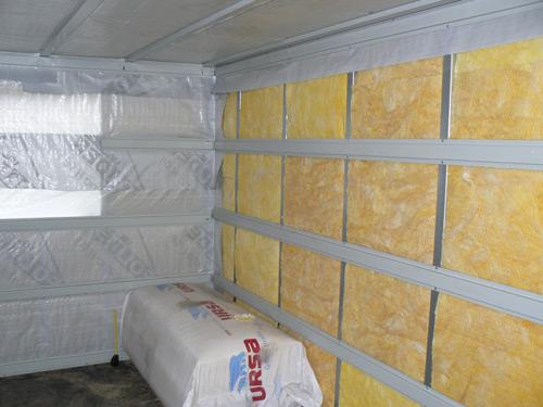 Парилку стоит зашивать со всех сторон, включая пол и потолок