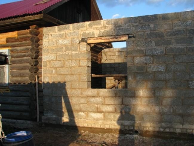 пристрой из блока к деревянному дому