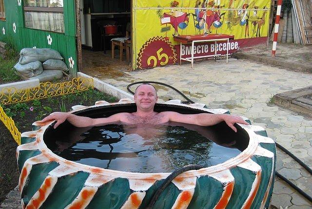 При желании изготовить бассейн можно из любых подручных средств