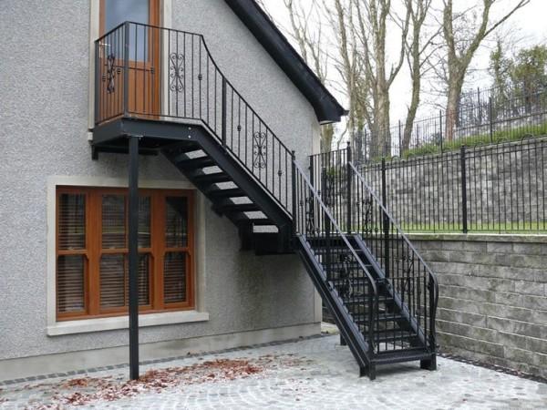 Пример наружной лестницы в малоэтажном строительстве