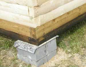 Проект бани 3х5 из бруса часто устанавливается на столбчатый фундамент, но инструкция требует углубления такого фундамента на полтора метра в грунт, а не простую установку «камней» на грунт