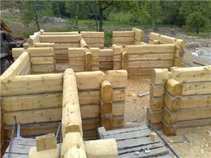 Процесс постройки бани из лафета.