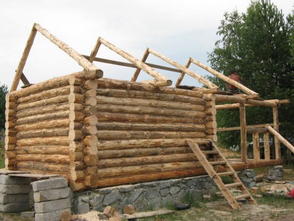 Процесс возведения самого помещения мало отличается от строительства летней кухни или деревянного дачного домика.