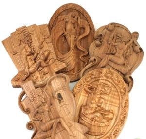 Резное панно из дерева для бани украсит и оживит интерьер.