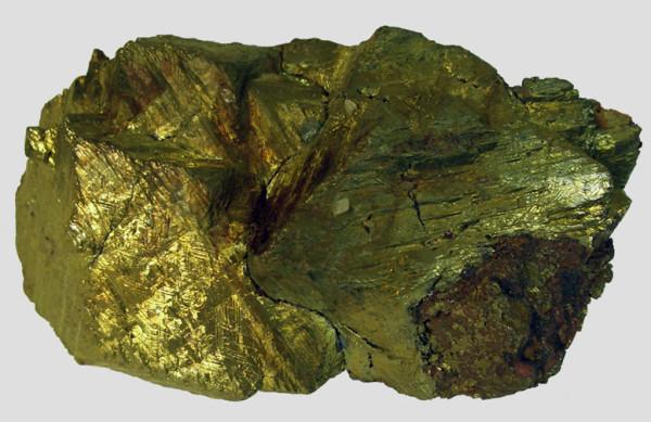 Серосодержащий минерал халькопирит. Такому камню отказан путь в банную печь.