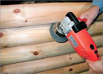 Шлифовка дерева позволяет избавиться от ворсистой структуры