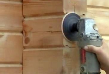 Шлифовка поверхности для удаления ворсинок и вскрытия структуры древесины