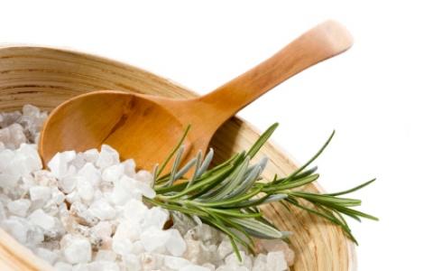 Соль в парной – альтернатива дорогостоящему пилингу
