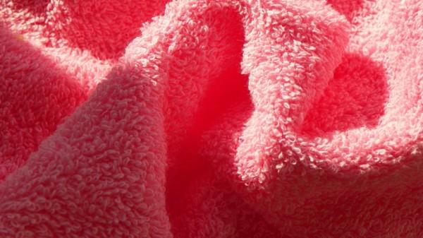 Современные синтетические материалы приятны на ощупь и хорошо впитывают влагу