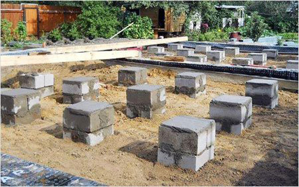 Столбчатый фундамент из строительных блоков.