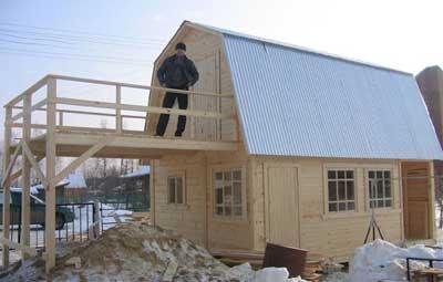 Строительство бани с балконом