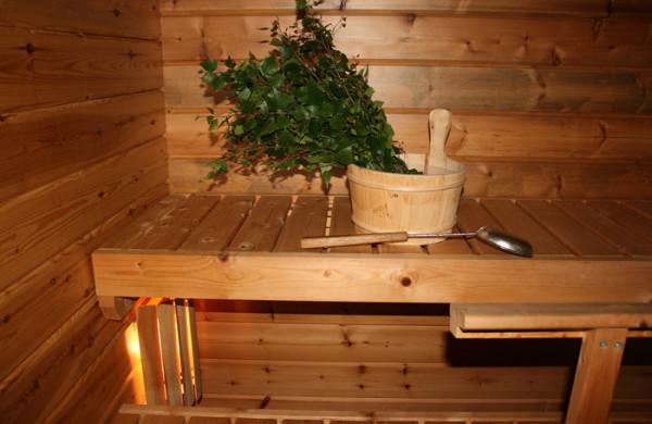 Традиционно русскую баню мы возводим из древесины, поэтому мебель и внутреннюю обшивку в любом случае делаем деревянную.