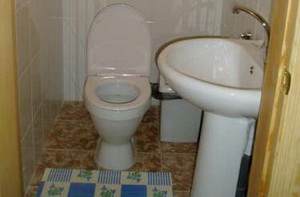 Туалет с раковиной в бане