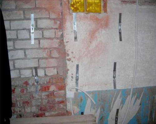 Установка металлических подвесов на стену