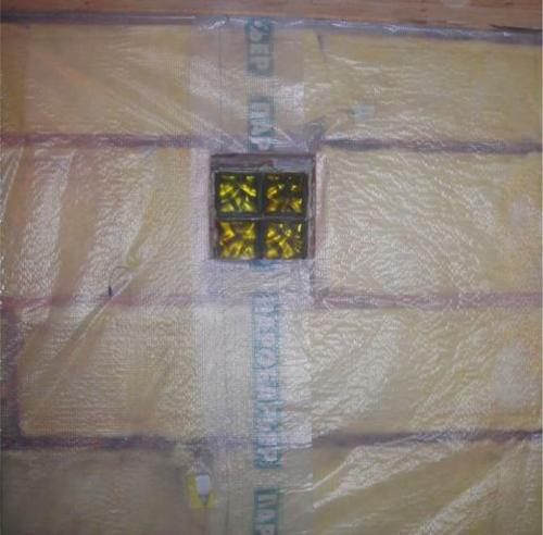 Установка минеральной ваты, поверх нее пароизоляционная пленка