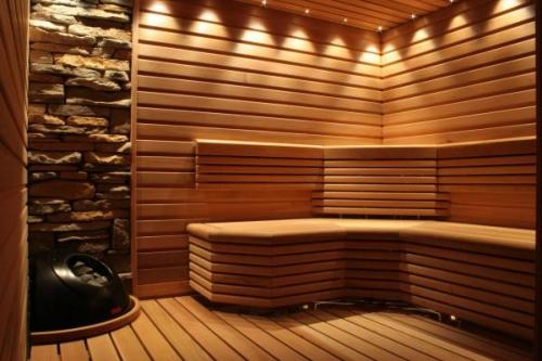 Устройство сауны своими руками очень похоже на устройство русской бани, хотя есть и принципиальные отличия