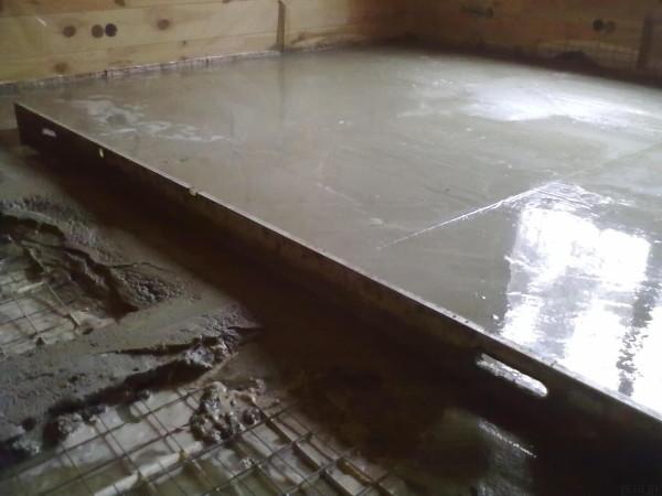 Заливка покрытия с поперечными направляющими